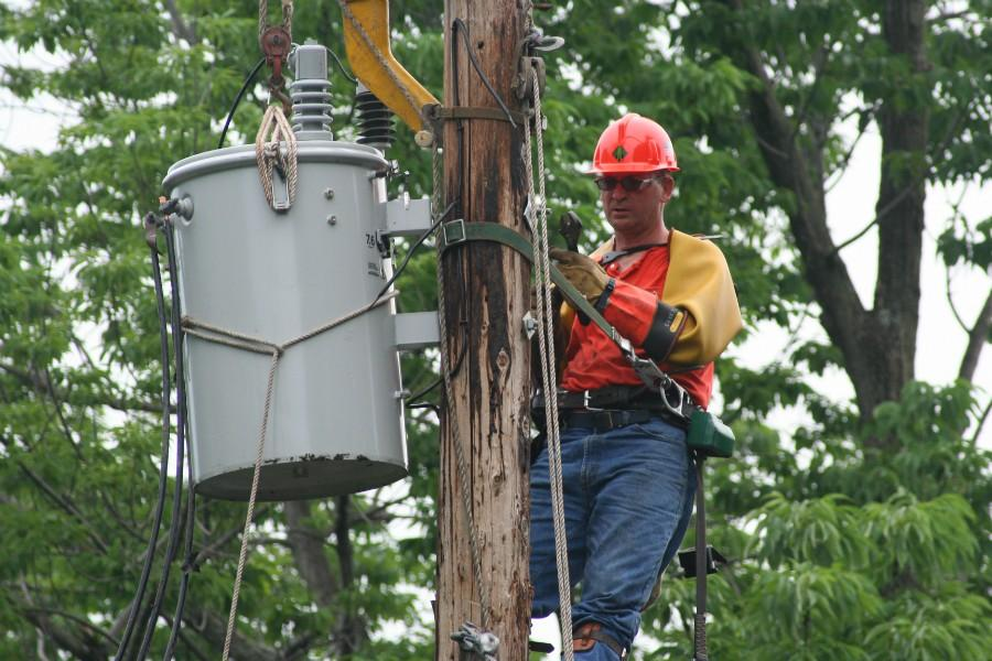 The Eclipse : Blue-Collar Job Series: Electrical power-line ...
