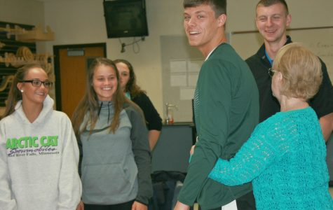 Human anatomy students trained on CPR