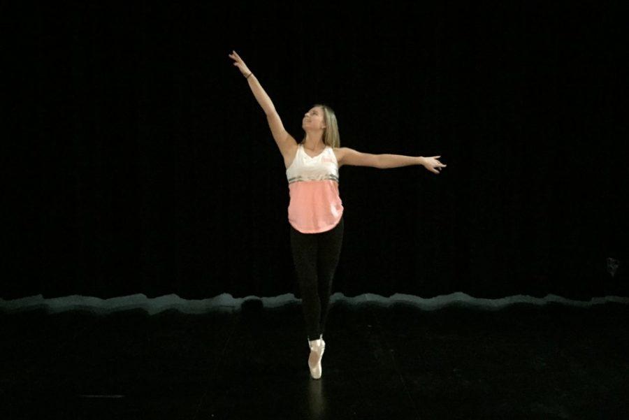 Sophomore+Mallory+Simms+dances.