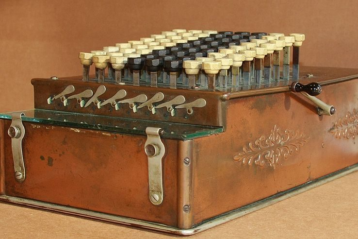 The+comptometer%2C+which+was+invented+by+Dorr+Eugene+Felt%2C+is+the+precursor+to+the+modern-day+calculator.