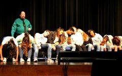 Hypnotist mesmerizes students during show