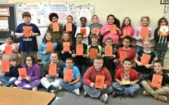 Hunt's students send Thanksgiving cards to fourth-graders