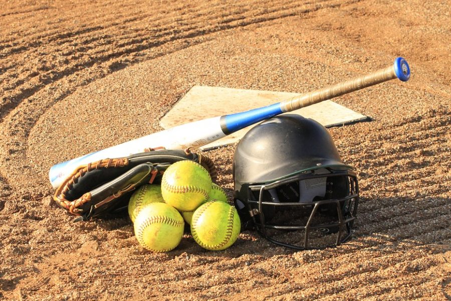 Softball+wins+two+games+in+the+new+season