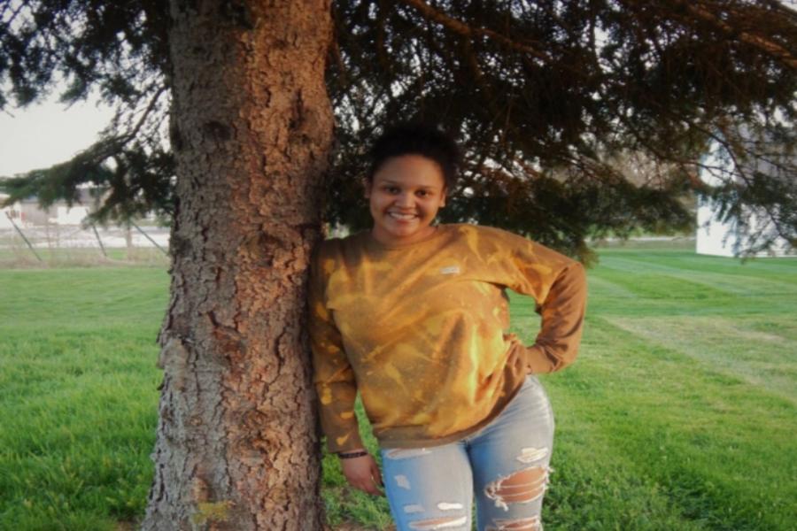 Senior Jillian Jones posing next to a tree.