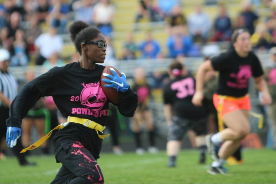 Junior Sydney Walker runs the ball downfield during the powder puff championship Wednesday, Oct. 3. Walker scored two touchdowns for the Class of 2020.