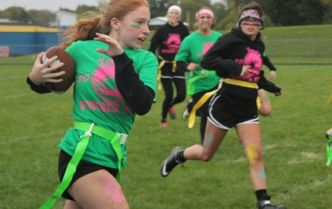 Juniors win first semifinal powder puff game