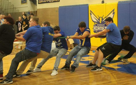 Seniors show their strength at homecoming pep assembly