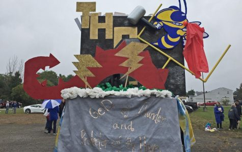 Sophomores hammer competition with Thor-inspired float