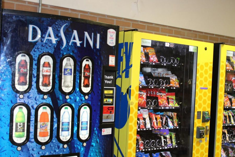 The+vending+machines+at+KHS+sell+only+diet+beverages.