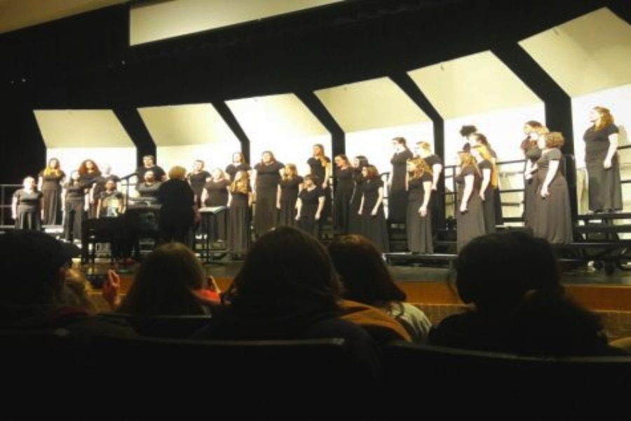 The+women%27s+chorus+sings+the+opening+song+for+the+choir+concert%2C+following+the+middle+school+choir.