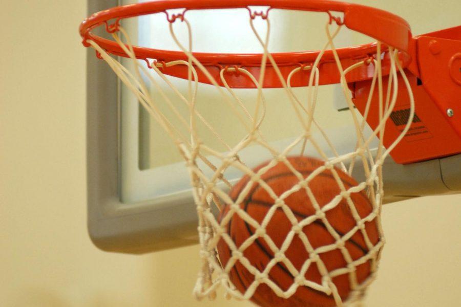 Boys basketball wins holiday showcase