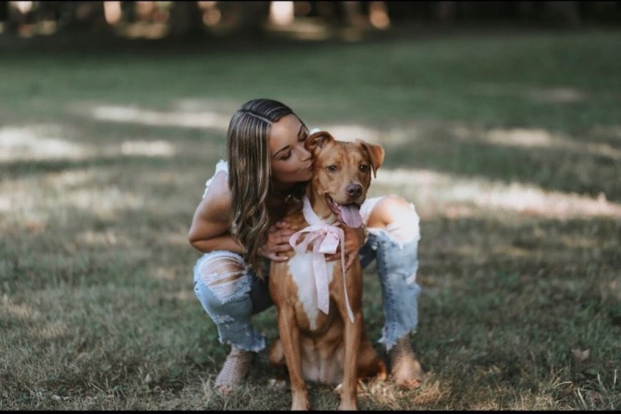 Senior+Makayla+Shattuck+gives+her+dog%2C+Lily%2C+attention+and+love.+Shattuck+plans+to+give+special+attention+to+Lily+on+National+Love+Your+Pet+Day%2C+which+is+Wednesday%2C+Feb.+20.