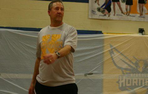 Staff beats seniors in volleyball showdown