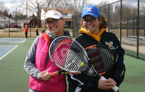 Tennis starts year with senior experience
