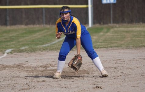 Softball swept Powers Catholic