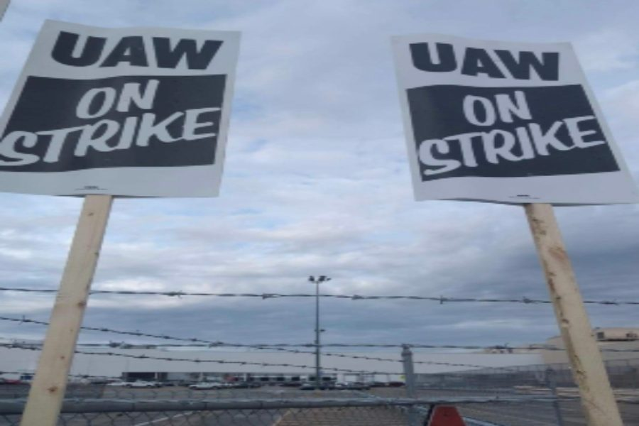 United+Automobile+Workers+union+members+who+work+for+General+Motors+and+Aramark+went+on+strike+between+Saturday%2C+Sept.+14%2C+and+Sunday%2C+Sept.+15.