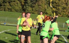 Juniors beat freshmen in powder puff semifinal; seniors return to championship