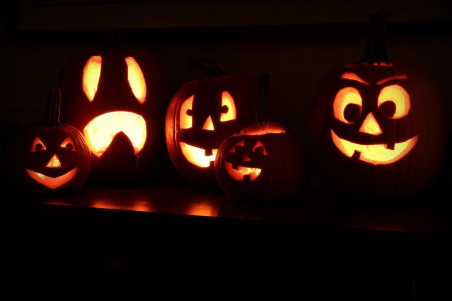 Watching+scary+movies+is+a+great+way+to+celebrate+Halloween.