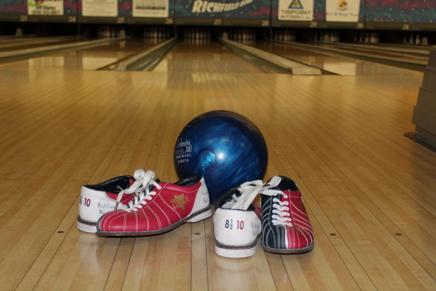 Sophomore+Gage+Slagor+led+the+boys+bowling+team+to+victory+over+Goodrich+Wednesday%2C+Dec.+18.