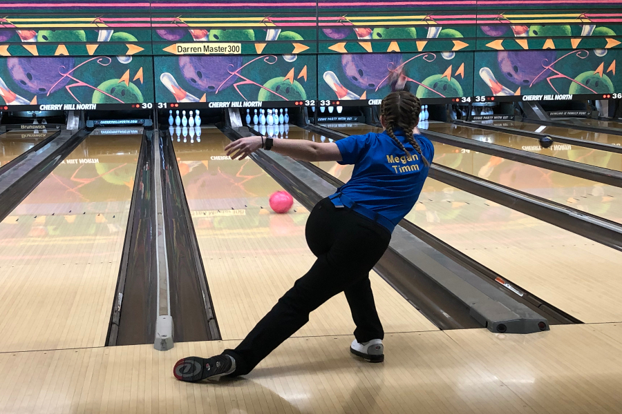 Junior+Megan+Timm+takes+a+practice+throw+before+bowling+in+a+Metro+League+match+against+Owosso+Saturday%2C+Dec.+7.