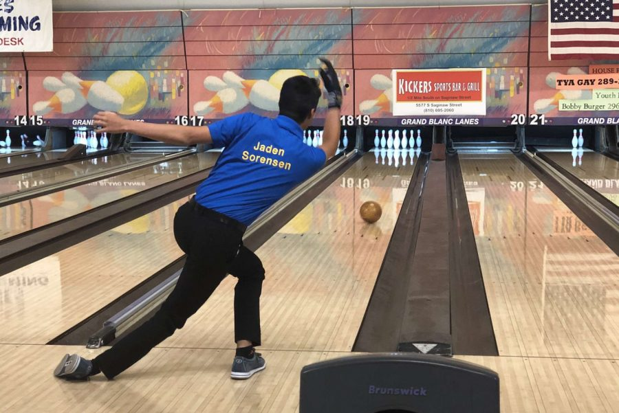 Junior+Jaden+Sorensen+focuses+on+a+perfect+throw+to+achieve+a+strike+for+the+boys+bowling+team.