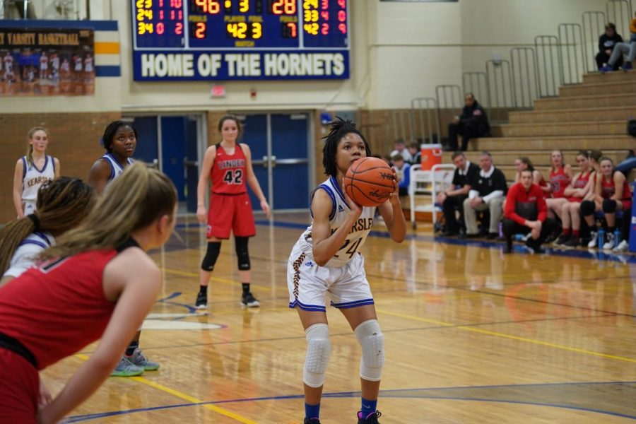 Senior+Markayla+Shannon+focuses+as+she+prepares+to+shoot+a+free-throw+during+a+game+against+Linden+Friday%2C+Jan.+24.